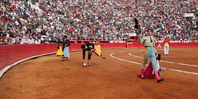 Triunfa Castella en la Plaza México; los de Jaral de Peñas, de impecable presentación pero malos (*Fotos*)