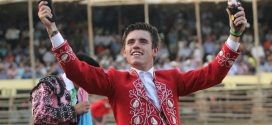 Triunfa Guillermo Hermoso de Mendoza en festejo mixto de rejones
