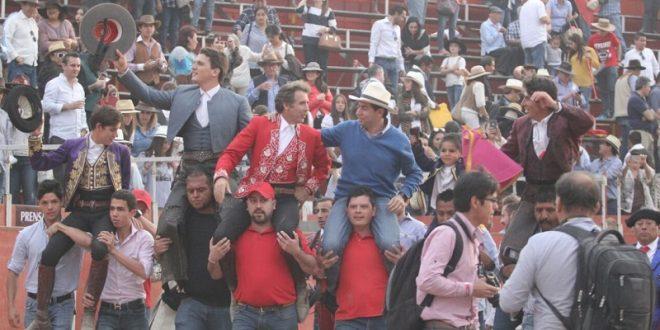 Rejoneadores y ganadero, a hombros en Val'Quirico