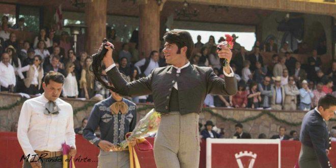 Orejas y rabo simbólicos a Fermín Rivera tras indulto de 'Clase', astado de San Marcos