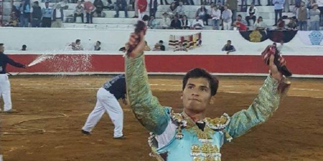 Triunfa Martínez en la corrida mixta de San Miguel de Allende