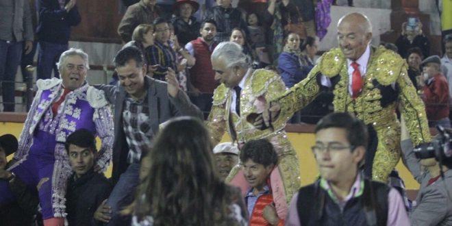 Triunfal velada del recuerdo en Tlaxcala; demuestran toreros que 'el que tiene, retiene' (*Fotos*)