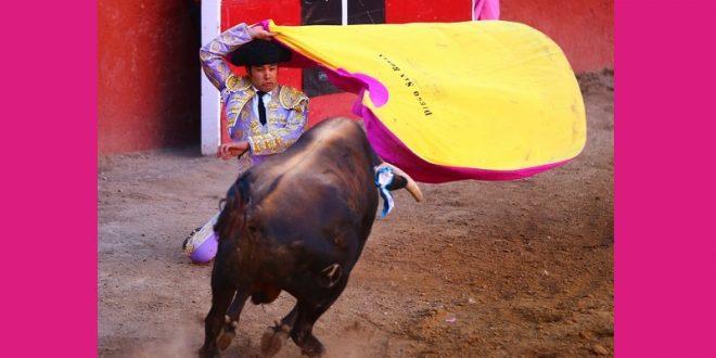 En la Feria de El Señor de los Milagros, nutrida participación azteca