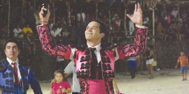 'El Chihuahua', a hombros en Hecelchakán, Campeche