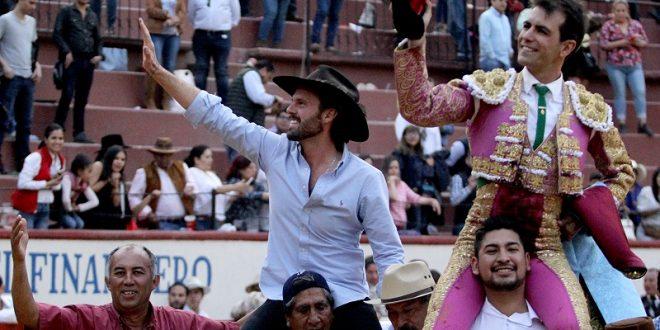 Macías, a hombros en Texcoco