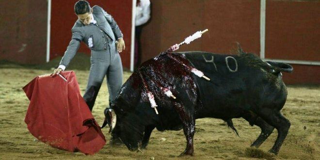 Exitoso festival leonés a beneficio con triunfos de Diego Silveti y Guillermo Hermoso; Juan Silveti pierde orejas y rabo con el acero (*Fotos*)