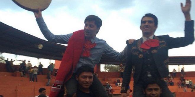 Lucen Gallo y 'El Calita' en Huichapan