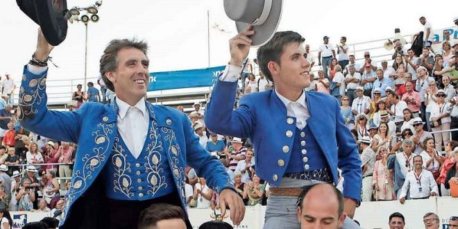 Salen a hombros los Hermoso de Mendoza en Ciudad Juárez