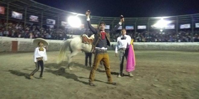 Triunfa Joaquín Gallo en festejo nocturno en Huitel