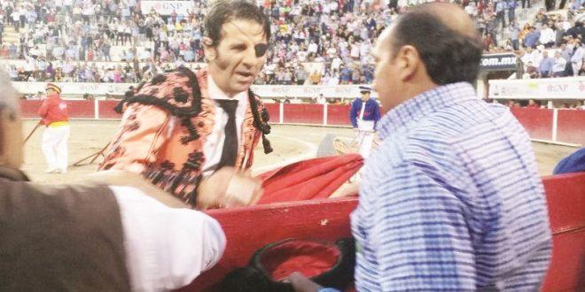Broche dorado de Padilla; brinda su último toro en Agüitas a David Medina García