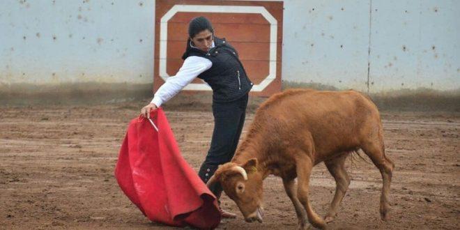 Tienta Lupita López en el campo bravo inca