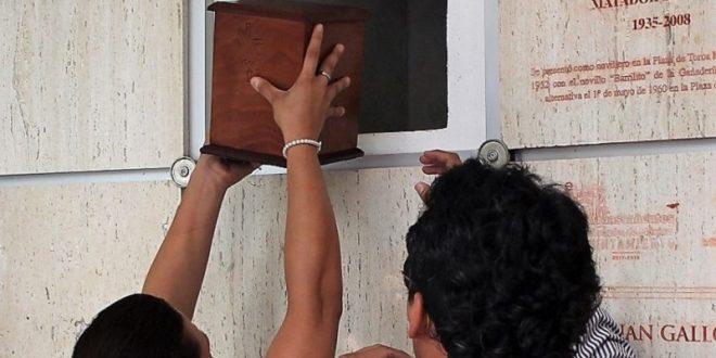 Descansa en paz, torero bueno… Colocan urna con las cenizas de Mario Aguilar en el Mausoleo de los Toreros  (*Fotos*)