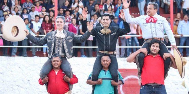A hombros MEJÍA, PIZARRO y SILIS, en Santiago Tezontlale, Hidalgo