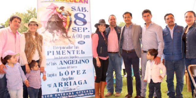 Presentan en la dehesa de Coaxamalucan el cartel del 8/S en Tlacolulan, Veracruz
