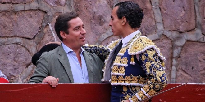 Joaquín Galdós, palmas en su presentación como matador de toros en Zacatecas