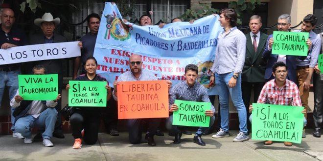 Profesionales taurinos entregan carta, en manifestación pacífica, en la Representación de Coahuila en la CDMX (*Fotos*)