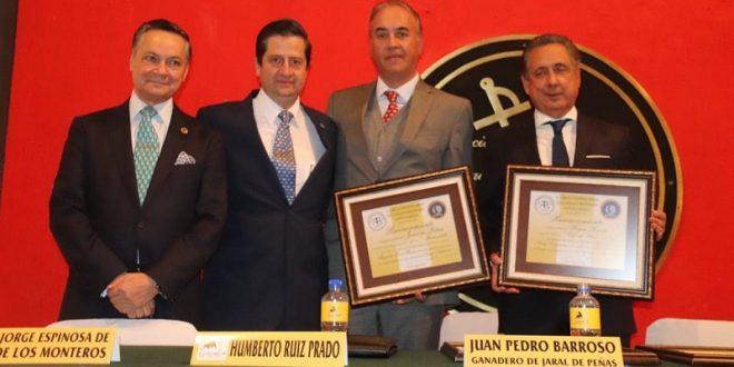 Entregan Bibliófilos Taurinos reconocimientos a José María Arturo Huerta y Juan Pedro Barroso (*Fotos*)