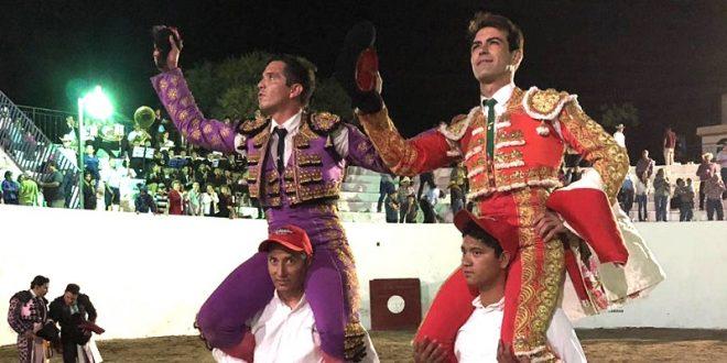 A hombros, Macías y 'El Chihuahua' en Villanueva, Zacatecas