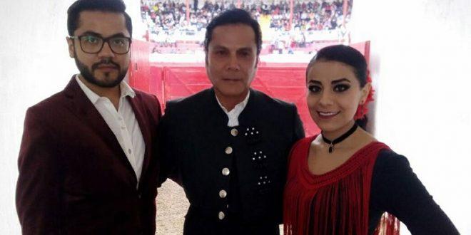 "Festeja 32 años de alternativa el matador de toros Jorge Carmona ""El Bizarro"""