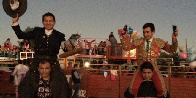 Ayala y 'El Papo' salen a hombros