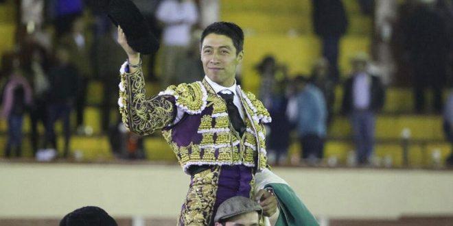 Sergio Flores, profeta en su tierra, sale a hombros en Tlaxcala; Adame se va de vacío