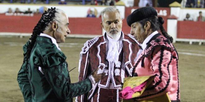 Rafaelillo, a hombros en Puebla, donde Curro Plaza toma la alternativa