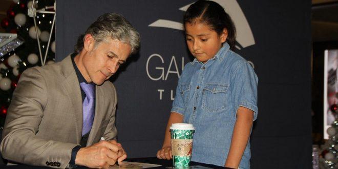 Tienta Pizarro y firma autógrafos