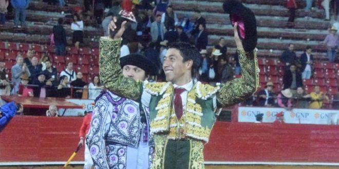 Valioso apéndice corta Sergio Flores en la Plaza México (*Fotos*)