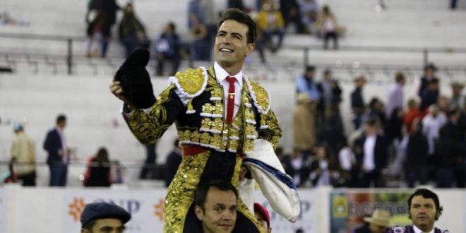 Par de trofeos, a Macías