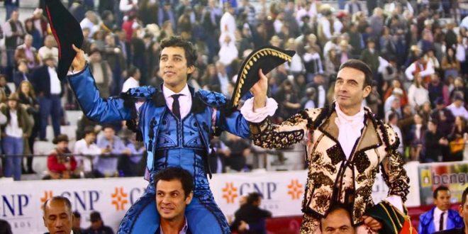 Ponce y Valadez, paseados en hombros en León