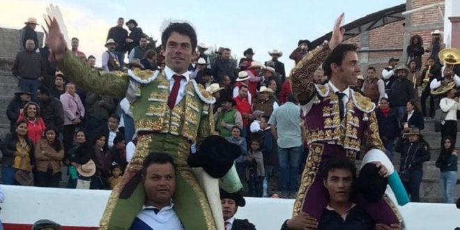 Comparten la salida a hombros Rivera y José Mauricio