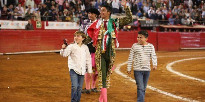 Pospone Flores intervención quirúrgica por la Oreja de Oro; 'es momento de unir esfuerzos, les pido acudan a la México', dice el torero