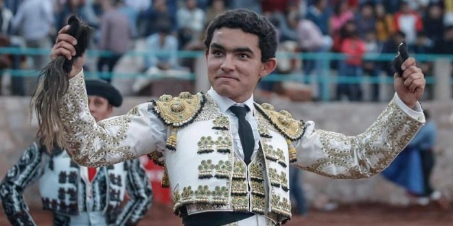 Juan Querencia corta los máximos trofeos en Zacamulpa