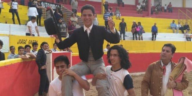 Kevin Loyo, a hombros en Reynosa