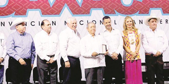 Medalla al Mérito Ganadero, para Gabino Aguilar