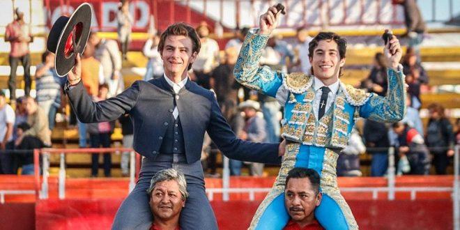 Salen a hombros Aloi y Espinosa, en San Agustín Tlaxiaca