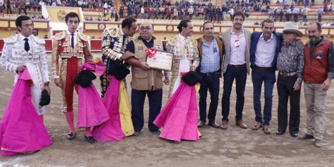 Homenaje, a ADIEL ARMANDO BOLIO, en la primera corrida de feria en Teziutlán