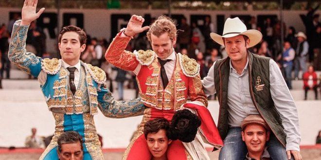 A hombros en Aculco, Armillita IV, El Payo y el ganadero Santiago Pérez Salazar