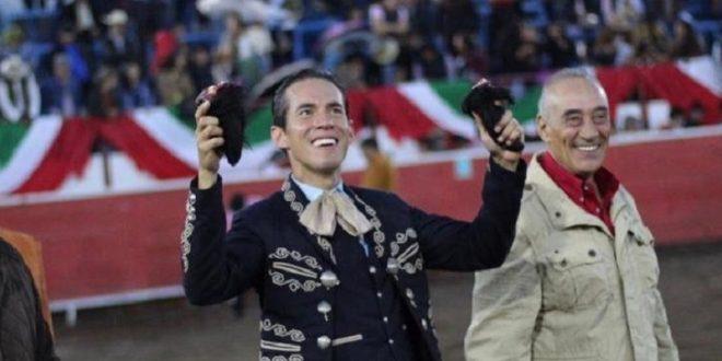 Silveti, a hombros en Uriangato