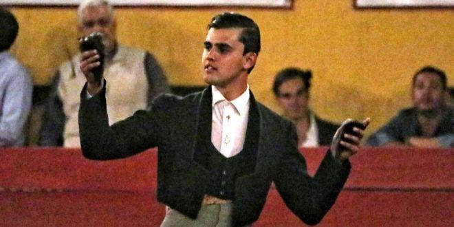 Dos orejas sin salida en hombros de Diego Sánchez, en festival de Aguascalientes