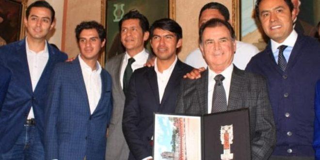 Entregan al maestro Eloy Cavazos las llaves de la ciudad de Tlaxcala