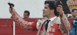 Román Martínez, a hombros en Perú