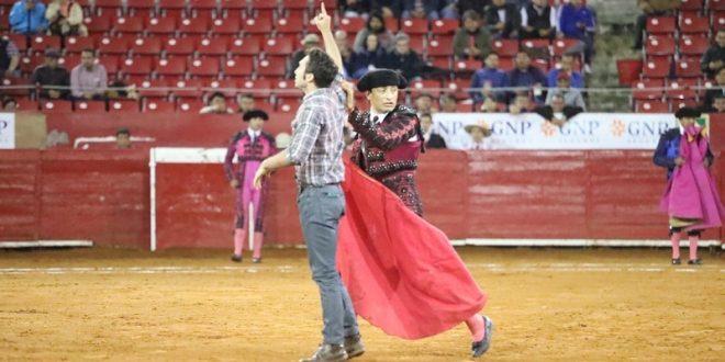 ¡ESPONTÁNEO EN LA PLAZA MÉXICO! (*Video*)