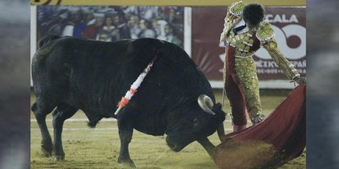 LEO VALADEZ, a hombros tras gran faena a bravo toro de MIMIAHUÁPAM en Tlaxcala