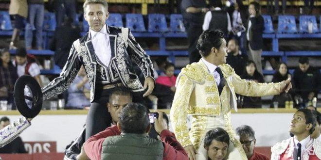 Hermoso de Mendoza y El Zapata, a hombros en Puebla