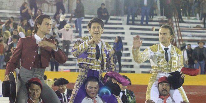 Aloi, Moreno y Sotelo, izados por la afición en Ciudad Hidalgo