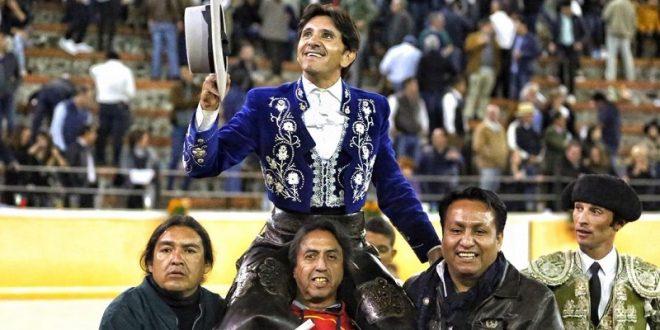 Sale Ventura a hombros en Juriquilla