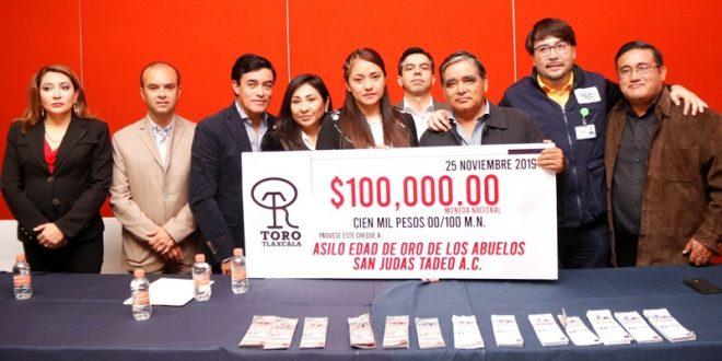 Entrega la Empresa TORO TLAXCALA el donativo del festival de lujo