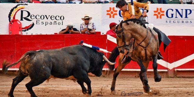 Triunfa Ventura con toro de regalo en Guadalajara