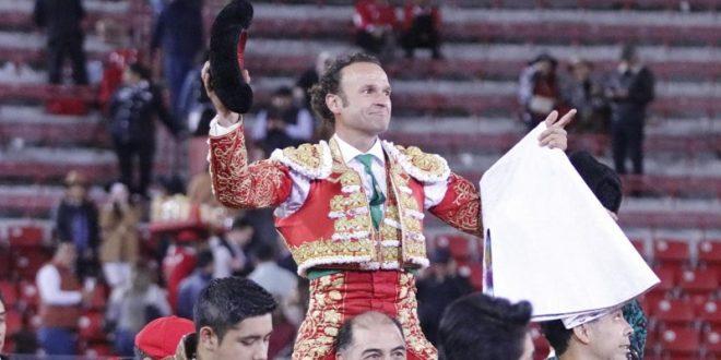 Inspirada actuación de Antonio Ferrera en la Plaza México
